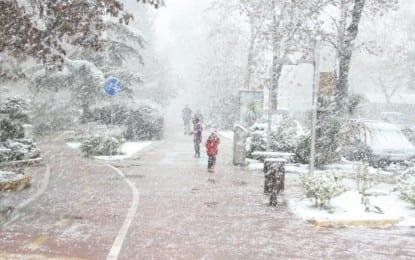 Kar yağışı aralıklarla etkili oluyor