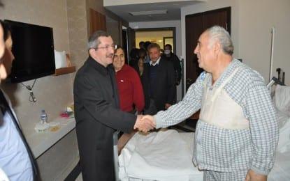 Yeni Başkan'dan Eski Başkana Hastanede Moral Ziyareti