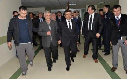 Vali Güzeloğlu, Polis Memuru Ceylan'ı Hastanede Ziyaret Etti