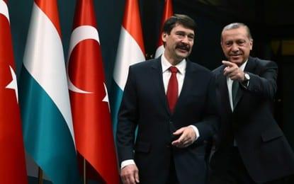 """""""Macaristan ile 2 Milyar Dolar Düzeyindeki Ticaret Hacmimizi En Kısa Zamanda 5 Milyar Dolara Ulaştırmayı Hedefliyoruz"""""""