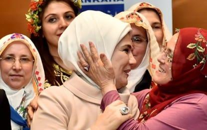 """Emine Erdoğan: """"Kadına Kalkan El İflah Olmaz"""