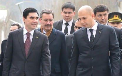 Türkmenistan Cumhurbaşkanı Berdimuhamedov, Şair Mahtumkulu Firakı Anıtı'nı Ziyaret Etti