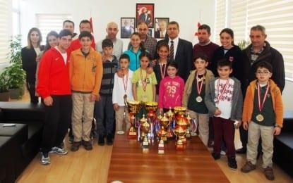 Gazimağusa  Belediyesi  Tenis  Kulubü Belediye  Başkanı İsmail Arter'i Ziyaret Etti