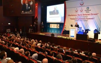 """Müezzinoğlu, """"Uluslararası Hasta İletişim Zirvesi""""ne Katıldı"""