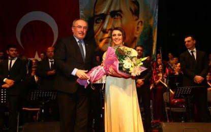 Aşık Veysel, Türküleriyle Anıldı