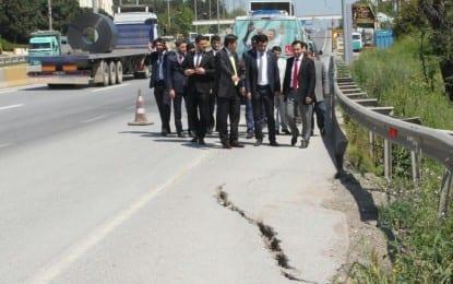 AKP'nin Yol Acizliği