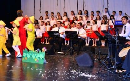 Türk Halk Müziği Öğrencilerinden Coşkulu Konser