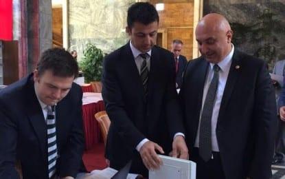 CHP Sakarya Milletvekili Engin Özkoç, TBMM'ye  kaydını yaptırdı