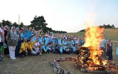 Gençlerin 15. Kamp Ateşi Sevinci
