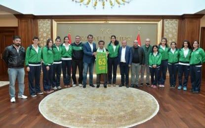 Şanlıurfa Bayan Basketbol Takımı Valinin Huzurunda
