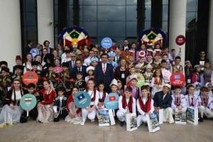 Vali Güzeloğlu'ndan 23 Nisan Ulusal Egemenlik ve Çocuk Bayramı Mesajı