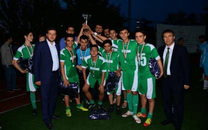 Turnuva Şampiyonu Kırım, Kupasını Feyzullah Okumuş'un elinden aldı