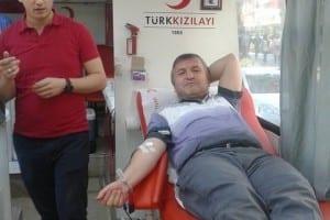 Duyarlı vatandaşlar Fevziye Camii önünde kan verdi