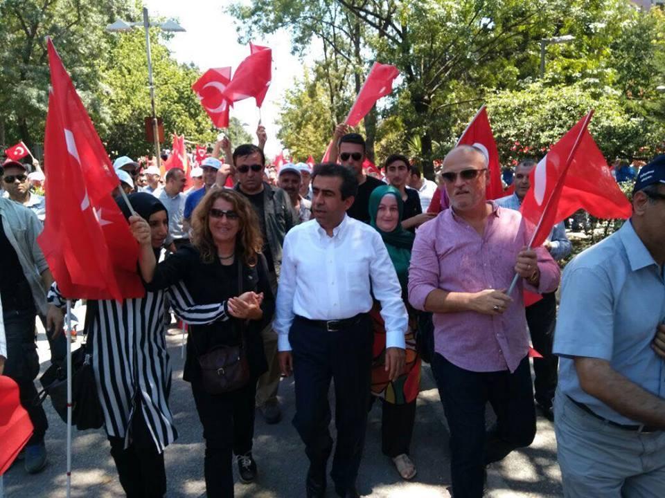 halk darbelere karşı yürüdü