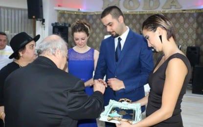 Banu ve Mert Evlilik yolunda ilk adımı muhteşem bir törenle attı