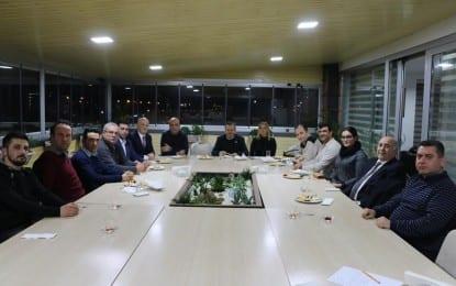 Fenerbahçeliler Derneği yöneticileri Akmis Grup Yönetim Kurulu Başkanı Ruhi Karaalp'i makamında ziyaret etti