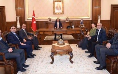 Vali Güzeloğlu, Kamu Emekçileri Sendikaları Konfederasyonu [KESK]'İ Makamında kabul etti