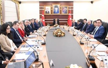 Kartepe Turizm Planı Değerlendirme Toplantısı, Vali Hasan Basri Güzeloğlu'nun başkanlığında gerçekleştirildi