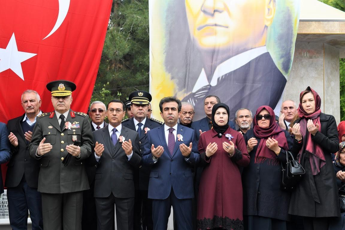 şehit polis ziyaret mezarlık