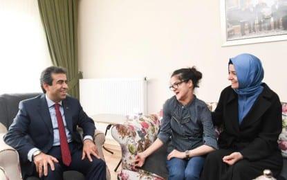 Bakan Kaya küçük ressam Yazıcı'yı ziyaret etti
