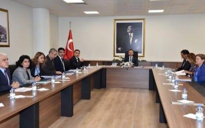 Vali  Hüseyin Aksoy, kurumlardan brifing almaya devam ediyor