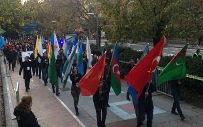 """Kocaeli Milli Kuruluşlar Birliği """"Cumhuriyet Yürüyüşü"""" gerçekleştirdi"""