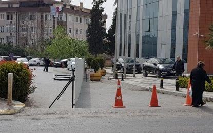 Vatandaş Darıca Belediyesi'nin girişini kapattı