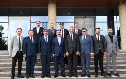 Vali Aksoy, Kocaeli Ticaret Odası Başkanı ve Yeni Yönetim Kurulu Üyelerine İade-i Ziyarette Bulundu