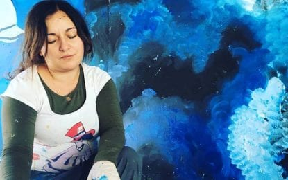 Ressam Saliha Çelikbaş, eserlerini tuvalden duvarlara taşıyor