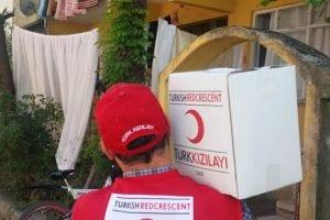 Kocaeli Kızılay'dan ihtiyaç sahibi ailelere gıda yardımı..