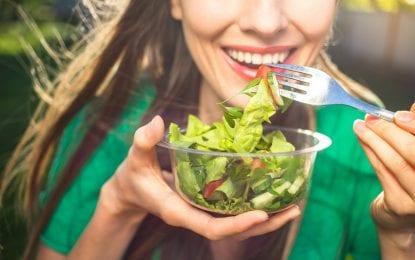 Sağlıklı beslenerek hem cildinizi hem de bedeninizi koruyun