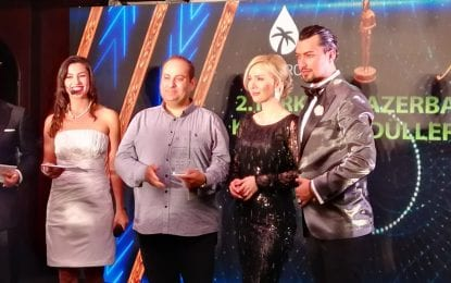 Türkiye Azerbaycan 2. Kardeşlik Ödülleri Gecesi'nde Gazeteci Veysel Kavrayan'a Ödül Verildi