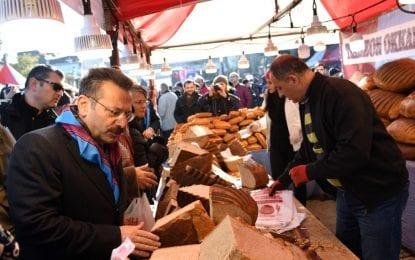 Gölcük Hamsi Festivali, Vali Hüseyin Aksoy'un katılımlarıyla gerçekleştirildi