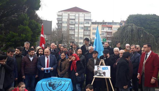 Türk Ocakları Doğu Türkistan'da ki Kardeşlerini Unutmadı; Al bayraktan Gök bayrağa selam olsun