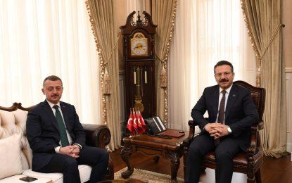 Belediye Başkanı Tahir Büyükakın, İlk Ziyaretini Vali Hüseyin Aksoy'a Yaptı