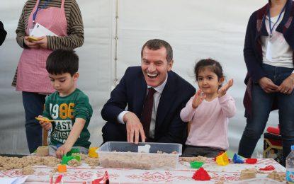 Zeytinburnu Belediyes 23 Nisan'da çocuklara ZeyÇo sürprizi yaptı