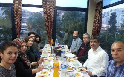 Kocaeli'de yaşayan Burdurlulardan bir grup iftarda buluştu