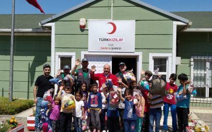 Kocaeli Merhamet Teşkilatı ve Darıca Kızılay şubesinden yetim ve muhtaç çocuklara bayramlık yardımı