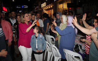 İZMİT'TE BİNLERCE KİŞİ SAHURU BİRLİKTE YAPTI