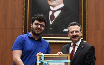 Vali Aksoy;  üksek Öğretim Kurumları Sınavlarında İlk 1000'e Giren Öğrencileri Ödüllendirdi