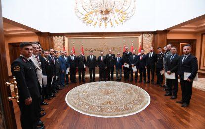 Vali Aksoy Emniyet Ve Jandarma Personellerine Başarı Belgesi Verdi