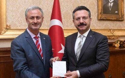 """Vali Aksoy  Hilal Olsun Türkiye"""" Kampanyasına Kurban Bağışında Bulundu"""