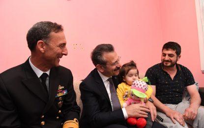 Vali Hüseyin Aksoy, Gebze İlçesinde Evinde Tedavi Gören Gazi Piyade Uzman Çavuş Hasan Akgül'ü Ziyaret Etti
