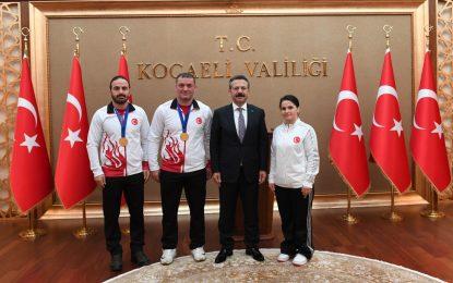Dünya Şampiyonu Olan Mili Güreşçiler'den Vali Aksoy'a Ziyaret