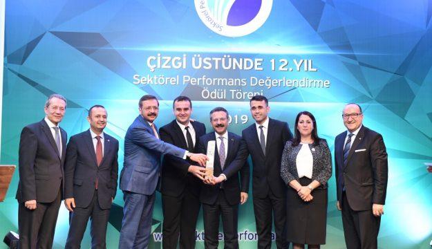 Kocaeli Sanayi Odası Çizgi Üstünde 12.  Sektörel Performans Ödül Töreni, Vali Aksoy'un  Katılımlarıyla Gerçekleştirildi