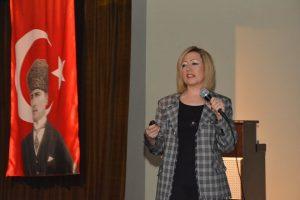 Nermin Demirkol, Kocaeli Müzesin'de Seramiğin Öyküsünü Anlattı
