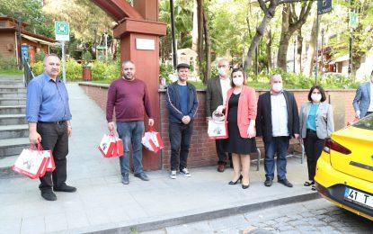 Başkan Hürriyet'ten taksicilere sağlık kiti desteği