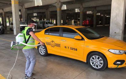 İzmit Belediyesi 12 ilçede,dezenfekte edilmeyen taksi bırakmıyor