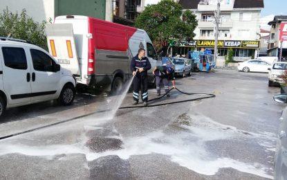 İzmit Belediyesi, mahalleleri sokak sokak dezenfekte ediyor
