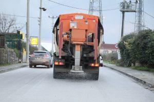 İzmit Belediyesi buzlanmaya karşı 7/24 sahada